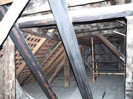 Projekt: Historischer Dachstuhl (Denkmalschutz), 2 geschossig, zum Ausbau in bester zentraler Lage