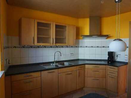 Neuwertige 5-Zimmer-Wohnung mit Einbauküche, Balkon und Garage in Wimsheim
