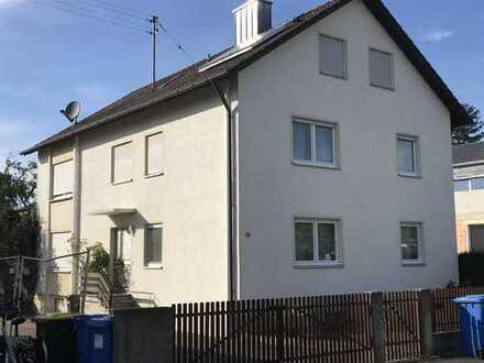 Schönes Haus mit acht Zimmern in Jettingen-Scheppach