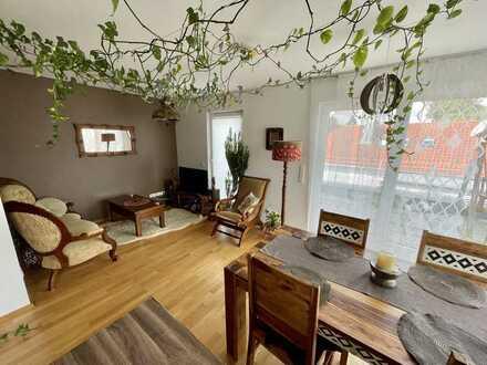 Helle 2-Zimmer-Penthouse-Wohnung mit großer Dachterasse in bester Lage