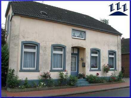 EDV-Nr. 11597 - Dreifamilienhaus mit Garage und Carport