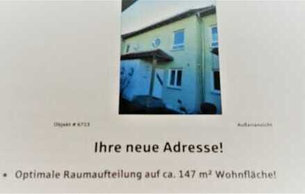 Reihenmittelhaus mit Carport und 2 Stellpl. in Kümmersbruck, ruhig und zentral gelegen.