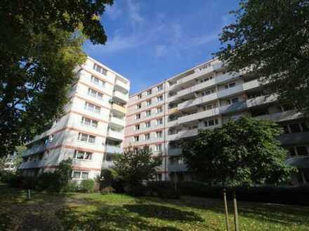 Großzügige 4-Zimmer Wohnung // Balkon //Wannenbad
