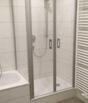 Stilvolle, vollständig renovierte 3-Zimmer-Wohnung mit Balkon und EBK in Frankfurt am Main