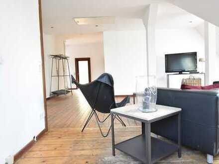 RUDNICK bietet ALTBAU-CHARME: Bildschöne 4-Zimmer Dachgeschosswohnung in der Wunstorfer Kernstadt