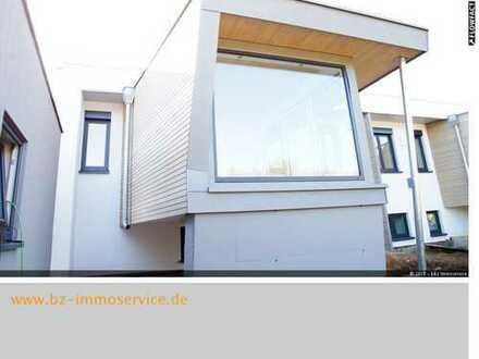 Komplett sanierte DHH im Bauhausstil in Ortsrandlage mit Doppelgarage