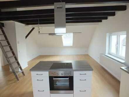 Neuwertige 2,5 Zimmer DG-Wohnung mit modernen Wohnküche und Bad zu vermieten