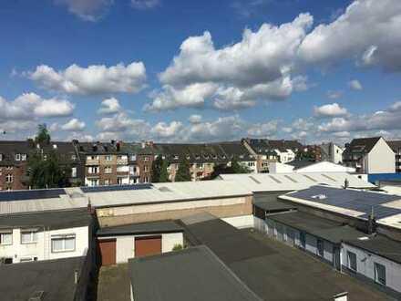 Frisch renoviert! Für ruhige 2er WG oder kl. Fam! 3 Zimmer Wohnung mit Balkon in D-Wersten.