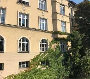 Luxury 125sqm Flat in century building and premium location Lehel/Englischer Garten (first row)