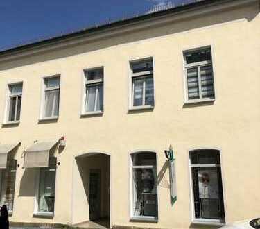 Zentrale Gewerbeeinheit / LADEN im EG mit Büro / Werktstatt / Archiv mitten im Zentrum von Adorf
