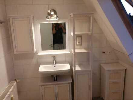 Vollständig renovierte DG-Wohnung mit zwei Zimmern und EBK in Bellheim