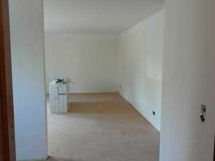 Stilvolle, vollständig renovierte 3-Zimmer-EG-Wohnung mit Balkon und EBK in Aichwald