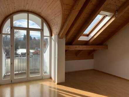 *Blick auf die Alpen-Oberste Etage* Schöne 2-Zi.-Dachgeschosswohnung mit 2 Balkonen