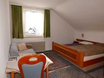 Einfaches Zimmer in ehemaliger Pension