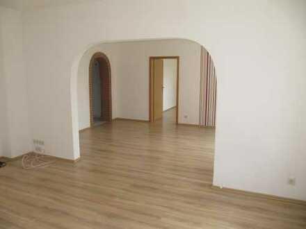 Großzügige 4,5-Raum-Wohnung zu vermieten!