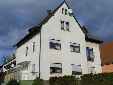 Zentral in Hersbruck: Gemütliche 3-Zimmer-ETW im Dachgeschoss mit ca. 70 m² Wohnfläche, EBK, K