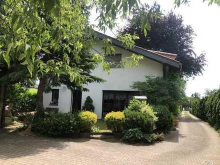 Schöne 2-Zimmer-Wohnung bzw. Haushälfte mit Einbauküche in Coswig