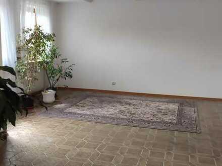 Stilvolle, geräumige und gepflegte 3,5-Zimmer-Wohnung mit 2 Balkonen