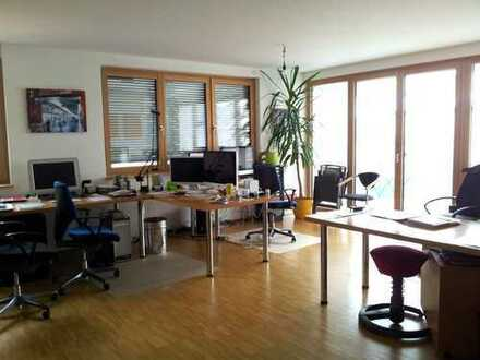 Exklusives Wohnbüro, Verwaltung oder Praxis 3 o. 4 Zi. möglich, Zentral dennoch sehr ruhig,