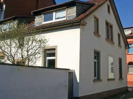 POCHERT IMMOBILIEN - Schönes Einfamilienhaus mit kleinen Garten / Hof in KL-Altstadt