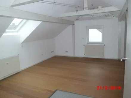gemütliche 1,5 Zi DG-Wohnung in 2-Fam.Hs