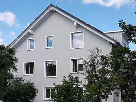 Erstbezug: helle und großzügige 3-Zimmer-Dachgeschosswohnung mit Balkon in Griesheim