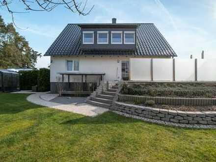 Einzigartiges Einfamilienhaus in direkter Seelage auf großem Grundstück