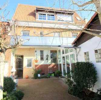 Grosszügiges 1-2 Familienhaus mit vielen Details