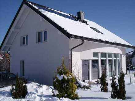 Große 5-Zimmer+ Wohnung im EFH mit Garage und Garten