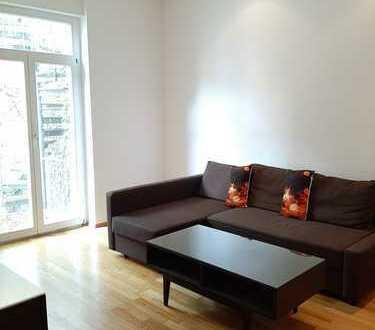 Gepflegte 2-Zimmer-Wohnung mit Balkon und Einbauküche in Mannheim, Abstand für Voll-Möblierung