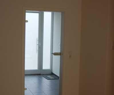 Die Immobilie ist reserviert: Gepflegtes Reihenhaus mit fünf Zimmern und Einbauküche
