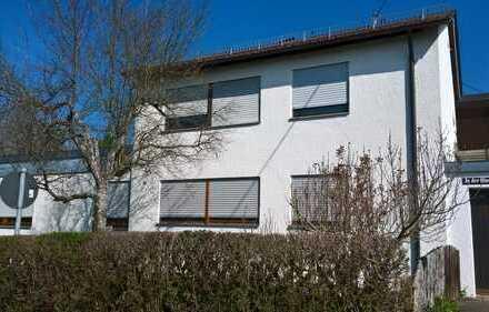 Großzügiges Zweifamilienhaus mit wunderschönem Grundstück und Wintergarten in unverbaubarer Lage