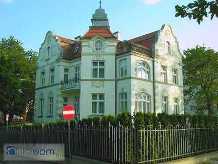 1. Reihe Ostsee, renovierte 4-Zimmer-DG-Wohnung mit Dach-Terrasse, offenem Kamin in Międzyzdroje