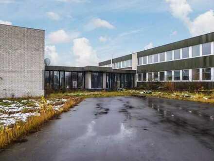 Gewerbegrundstück (9.211 m²) mit ca. 1.600 m² Bürofläche & Parkplatz gut angebunden in Queckborn