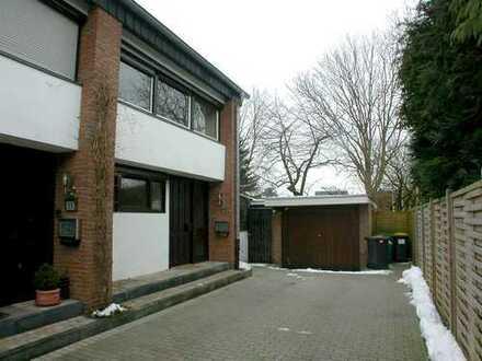 Einfamilienhaus mit grosser Garten, Doppelgarage, Vollkeller.