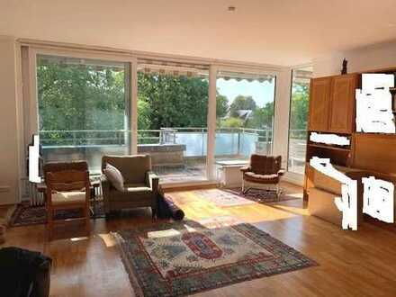 Helle, großzügige 2 Zimmer Wohnung mit großem Balkon in bester Villenlage von Ahrensburg