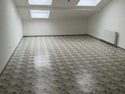 Wir bieten Ihnen das perfekte und riesig Single-Apartment