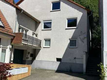 Zweifamilienwohnhaus mit weiteren Ausbaumöglichkeiten in Schriesheim mit Blick ins Grüne