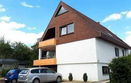*** Freistehendes Zweifamilienhaus mit zwei Balkonen, Terrasse, Garten, Sauna und Garagen! ***
