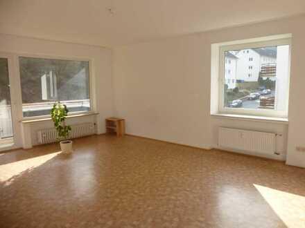 Schöne helle 4 ZKB Wohnung kernsaniert mit Balkon in Dillenburg