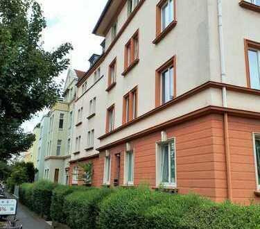 Altbauwohnung am Klettenberger Markt mit Ausbaupotential