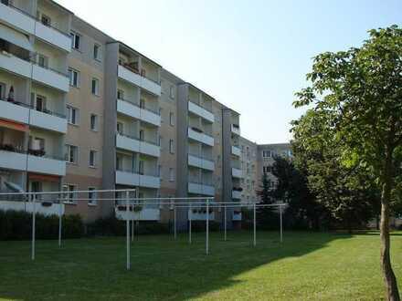 wird neu saniert! 4-Raum-Wohnung mit Balkon!
