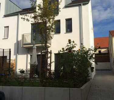 Sehr modernes Architektenhaus mit fünf Zimmern in Mainz-Gonsenheim zum Drittbezug, alter Ortskern