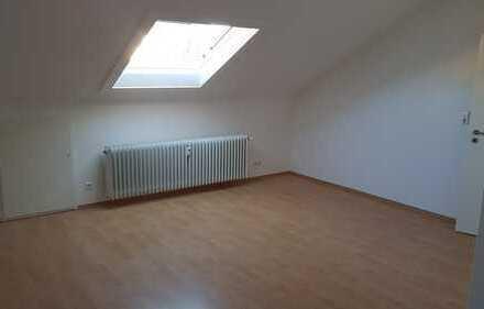 Großzügige, helle 1-Zimmer DG-Wohnung in Herrenberg-Kernstadt
