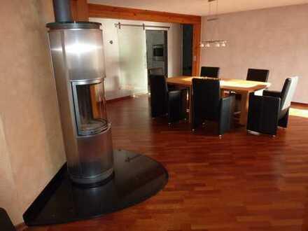 Gepflegte 3-Zimmer-DG-Wohnung mit Balkon und Einbauküche in Biberach an der Riß