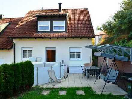 PAF! Ruhig und zentral gelegenes Reiheneckhaus mit Einliegerwhg., EBK, 2 Duplex-Stellpl. u. Garten!