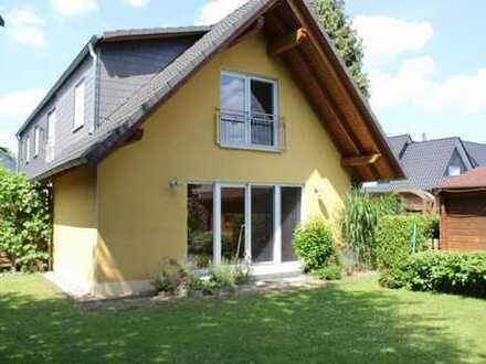 Mehrgenerationenhaus - 10 Minuten vom Wattenscheider Stadtgarten entfernt - mit Garage und Garten