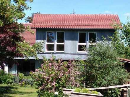 Haus mit zwei Wohneinheiten in großem Garten (Mehrgenerationenwohnen oder Wohnen und Arbeiten)