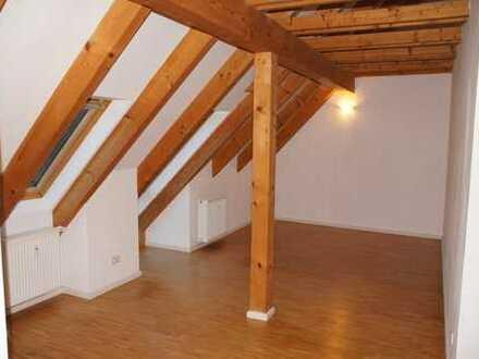 Schöne 2 Zimmer Wohnung im Dachgeschoss