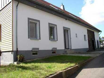 Uni nah von Privat: In 2014 komplett renoviertes ehem. Bauernhaus